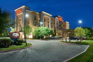 Hampton Inn & Suites Buda, Отели  Буда - big - 1