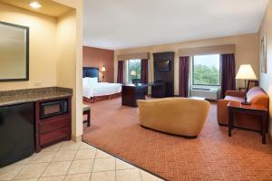 Hampton Inn & Suites Buda, Отели  Буда - big - 34