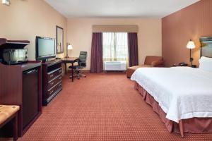 Hampton Inn & Suites Buda, Отели  Буда - big - 36
