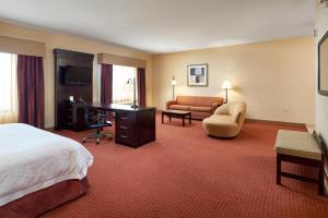 Hampton Inn & Suites Buda, Отели  Буда - big - 39