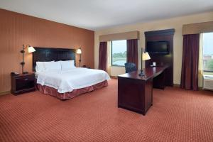 Hampton Inn & Suites Buda, Отели  Буда - big - 40