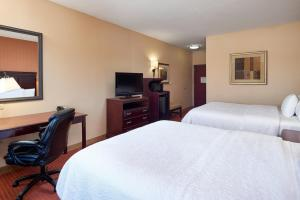 Hampton Inn & Suites Buda, Hotels  Buda - big - 11