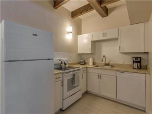 Baymont Condo 59-3, Apartments  Clearwater Beach - big - 2