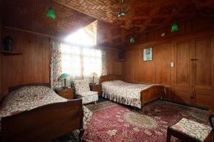 Houseboat for a group in Sri Nagar, by GuestHouser 23967, Hotels  Srinagar - big - 23