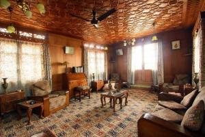 Houseboat for a group in Sri Nagar, by GuestHouser 23967, Hotels  Srinagar - big - 25