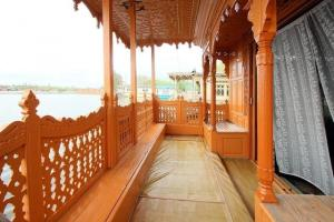 Houseboat for a group in Sri Nagar, by GuestHouser 23967, Hotely  Srinagar - big - 16