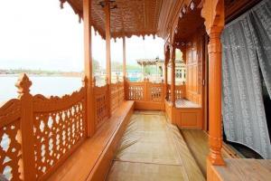Houseboat for a group in Sri Nagar, by GuestHouser 23967, Hotels  Srinagar - big - 16