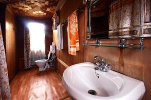 Houseboat for a group in Sri Nagar, by GuestHouser 23967, Hotely  Srinagar - big - 19