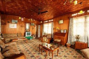 Houseboat for a group in Sri Nagar, by GuestHouser 23967, Hotels  Srinagar - big - 28