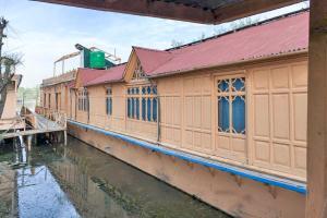 Houseboat for a group in Sri Nagar, by GuestHouser 23967, Hotels  Srinagar - big - 29