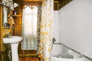 Houseboat for a group in Sri Nagar, by GuestHouser 23967, Hotels  Srinagar - big - 18