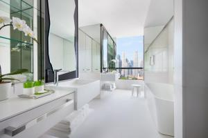 Premier King Room with Marina Bay View and Club lounge access