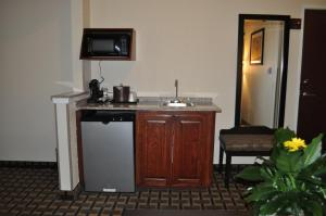 Large King Room with Spa Bath - Non-Smoking