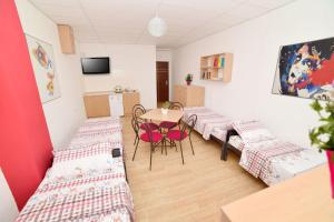 HILJADNIKOV Apartments, Hostels  Štip - big - 5