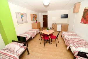 HILJADNIKOV Apartments, Hostels  Štip - big - 8