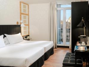 Deluxe Double or Twin Room with Plaça Catalunya View