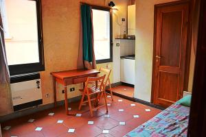 Alessandro's Small Apartment - AbcFirenze.com