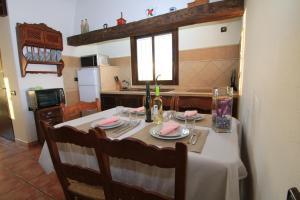 Villa Los Almendros, Dovolenkové domy  El Gastor - big - 27