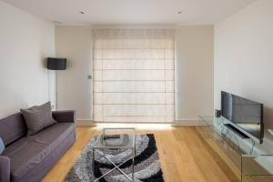 Modern 3 Bed, 2 Bath flat w/Garden in East Acton, Apartmány  Londýn - big - 16