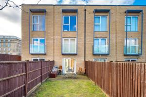 Modern 3 Bed, 2 Bath flat w/Garden in East Acton, Apartmány  Londýn - big - 24