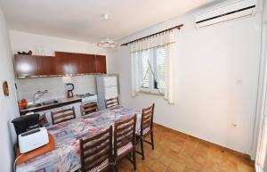 Apartment Miljenko, Apartments  Novalja - big - 46