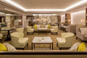 Deluxe Suite with Executive Lounge Access