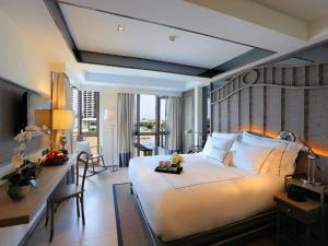 Superior King Room with River View No Balcony