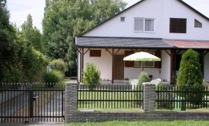Chata Nefelejcs nyaralóház Balatonboglár Maďarsko