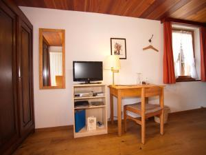 Hotel Alpenblick, Hotel  Zeneggen - big - 33