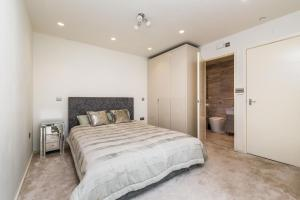 NEW Modern 2BD House in the Heart of Hampstead, Апартаменты  Лондон - big - 6