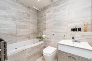 NEW Modern 2BD House in the Heart of Hampstead, Апартаменты  Лондон - big - 11
