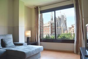 Three-Bedroom Apartment with Sagrada Familia View