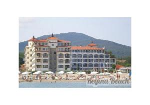 Regina Beach Apartments