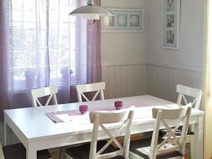 Four-Bedroom Holiday home in Fjällbacka 1, Ferienhäuser  Fjällbacka - big - 16