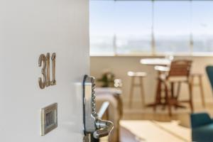 Studio 311 with ocean views, Apartments  Fremantle - big - 12