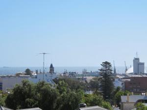Studio 204 with balcony, Apartments  Fremantle - big - 6