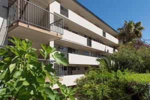 Studio 106 with balcony, Apartments  Fremantle - big - 15