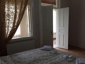 Lazuri Keria Family Guesthouse, Penziony  Khoni - big - 29