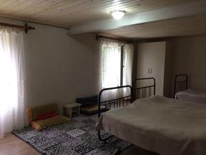 Lazuri Keria Family Guesthouse, Penziony  Khoni - big - 23