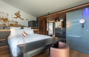 Horizon Suite - with Dock View