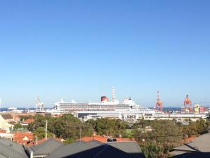 Celina's Ocean View Studio, Apartments  Fremantle - big - 28