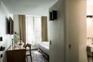 Hotel Marignan Champs-Elysées, Отели  Париж - big - 55