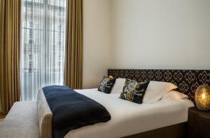 Hotel Marignan Champs-Elysées, Отели  Париж - big - 51