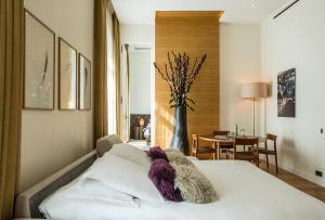 Hotel Marignan Champs-Elysées, Отели  Париж - big - 52