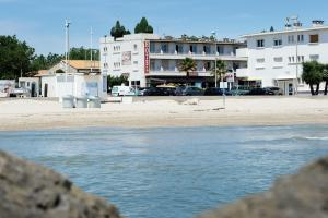 Hôtel du Midi Plage, Hotel  Palavas-les-Flots - big - 49