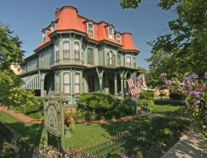 The Queen Victoria Bed & Breakfast, Bed and breakfasts  Cape May - big - 1