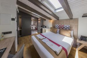 Deluxe Room (1 or 2 adults)