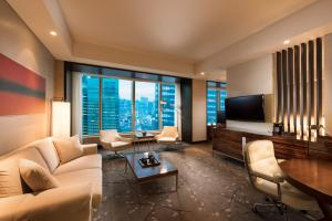 Executive Corner Twin Suite with City View