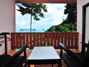 Koh Ngai Cliff Beach Resort, Resorts  Ko Ngai - big - 2