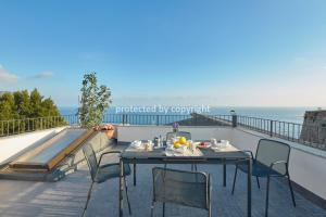 Luxury Penthouse Sea View - AbcAlberghi.com